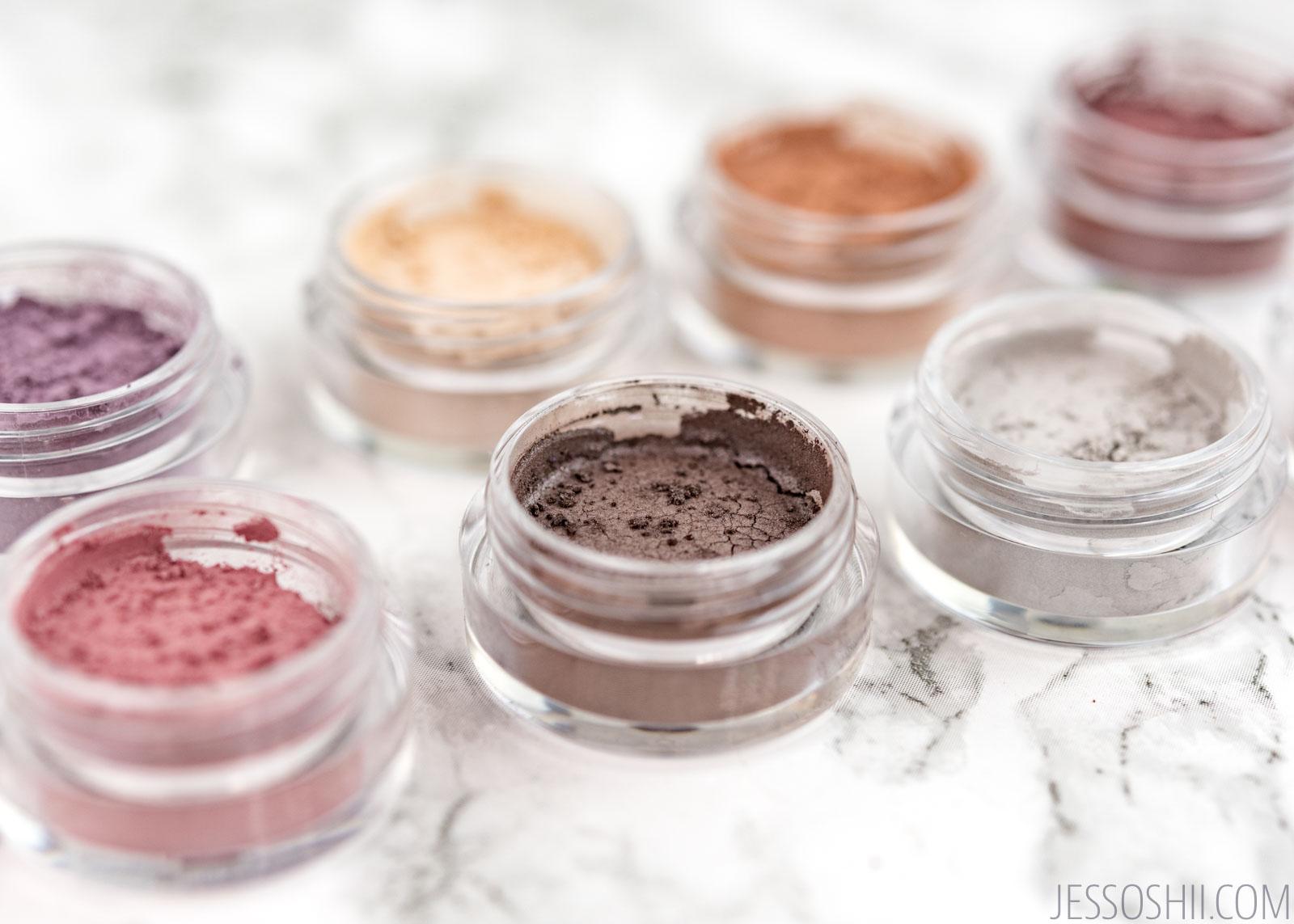 How to do sensitive eye make-up?